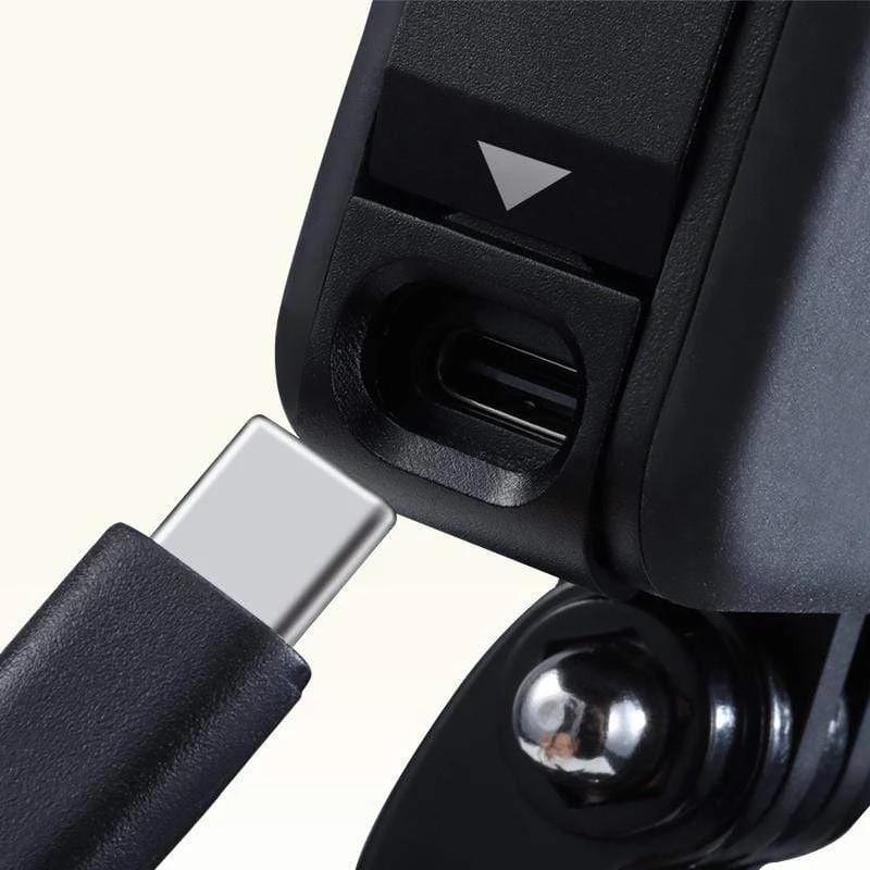 изображение крышки аккумулятора GoPro 8 с отверстием для зарядки