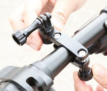 3 изображения установки крепления для экшн-камеры на руль