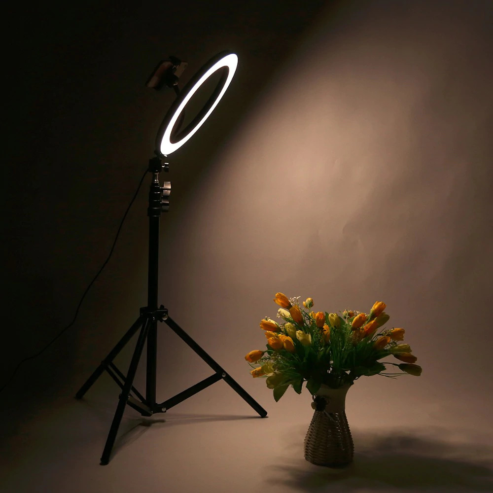 фото смешанной температуры света на штативе со светодиодным кольцом 36 см