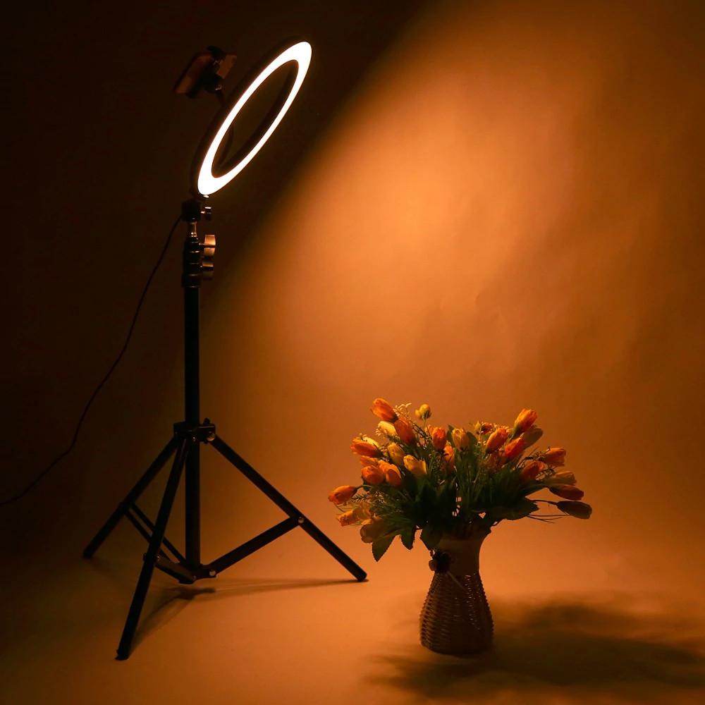 фото теплой температуры света на штативе со светодиодным кольцом 36 см