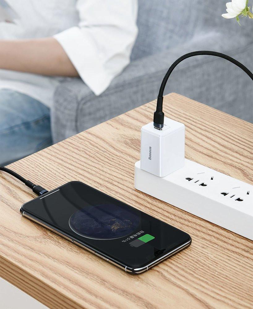 фото кабеля Type-C Lightning с поддержкой Power Delivery и Quick Charge 3.0